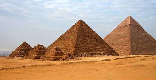 Kim ttuwj tháp Giza