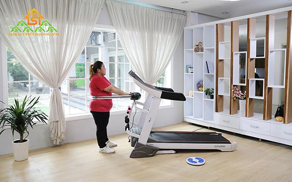 Máy tập chạy bộ giúp giảm cân