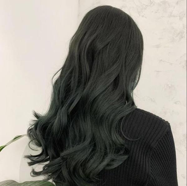 Màu tóc xanh rêu đen