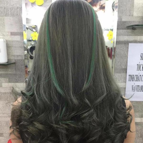 màu tóc xanh rêu highlight đẹp