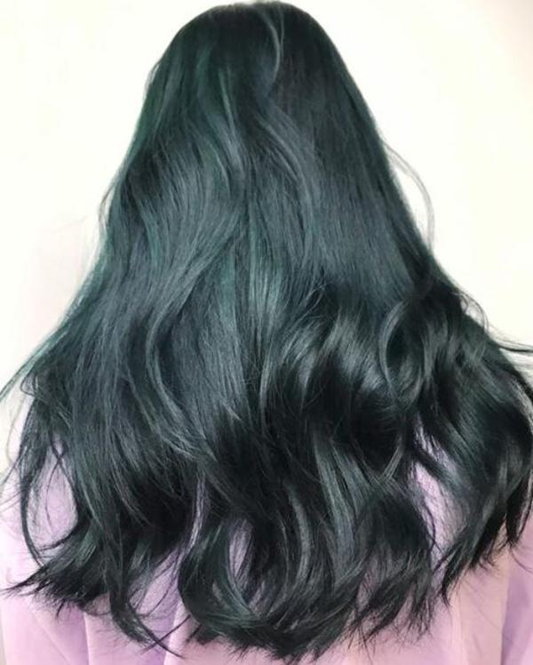 Tóc màu xanh rêu đen