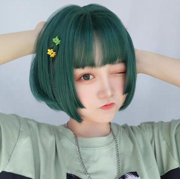 Tóc ngắn màu xanh rêu