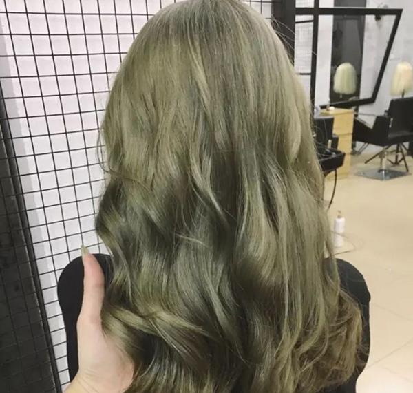 Top màu tóc xanh rêu khói
