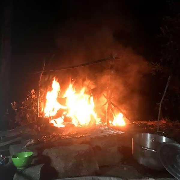 Đốt lửa trại rừng Đà Lạt